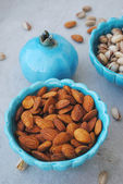 Blue dishes in eastern style with almonds and pistachios — Stock Photo