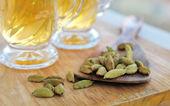 Cardamom with green tea — Stock Photo