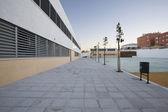 Scuola pubblica moderna, esterna — Foto Stock