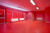 Empty classroom, red. — Stock Photo