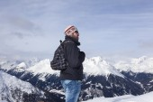 Young man enjoys the view in the mountains — Stock Photo