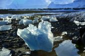Ice floes at glacier lagoon Jokulsarlon in the evening sun — Stock Photo
