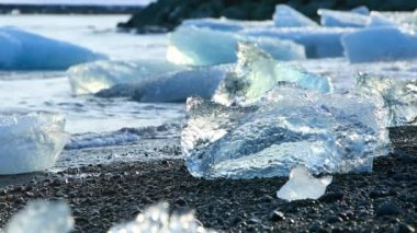 Ice floes melting at a glacier lagoon Jokulsarlon in Iceland — Stock Video