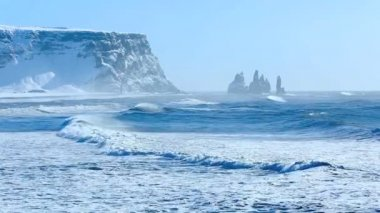 Three pinnacles of Vik, South Iceland in winter — Stock Video