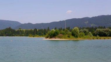 Video de un lago en los Alpes bávaros — Vídeo de Stock