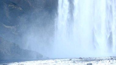 Waterfall Skogarfoss, Iceland in wintertime — Stock Video
