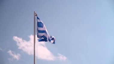 Hoisting a Greece flag — Stock Video