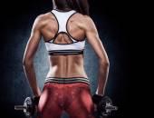 フィットネス トレーニング筋肉をポンプでスポーツウェアにセクシーな女性 — ストック写真