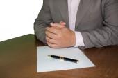 Zakenman ondertekening van een contract — Stockfoto
