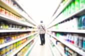 Клиент покупки в супермаркете — Стоковое фото