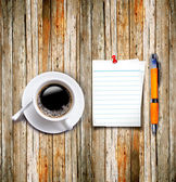 Coffee cup with note paper and pen on the wood background — Stock Photo