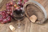 Wine glasses with grapes — Stock Photo