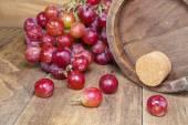 Grape with wine bucket — Photo