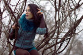 Woman in warm clothes positng outdoors. — Stock Photo