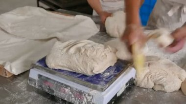 Weighing bread and measuring dough using scales and cutter — Stock Video