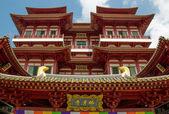Bright Buddha Tooth Temple in Singapore — Stock Photo