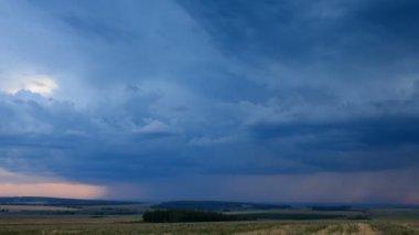 Storm dark clouds over field an sunset. — Vídeo de Stock