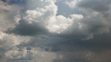 Fast movement of cumulonimbus clouds. Time laps. — Stock Video