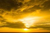 美丽的夕阳的天空在黄金时期 — 图库照片