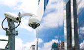 CCTV camera or surveillance operating with galss building in bac — Stock Photo
