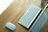 PC, Keyboard and mouse on wooden desk — Stock Photo