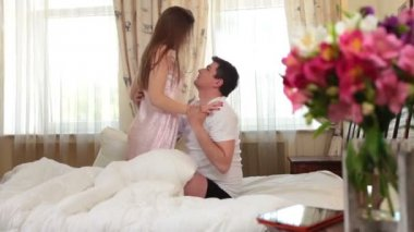 Couple hugging and passionately kissing — Stockvideo