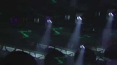 Clubbers dansen — Stockvideo