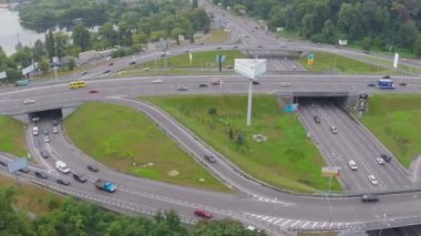 Bridge over busy highway junction — Vidéo
