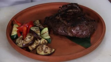 Freshly grilled steak w — Stock Video