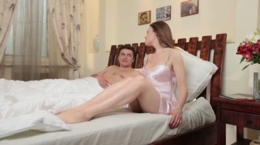 Couple lying in bed — Stock Video