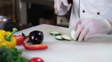 Cook's hands slicing  vegetables — Stock Video