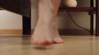 Female feet walk on tiptoes in bedroom — Stockvideo