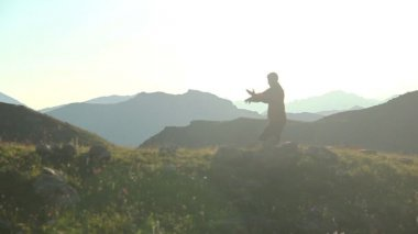 Man practicing martial arts in mountains — Stock Video