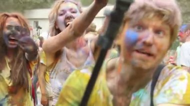 Cameraman covered in paint filming event — Stock Video