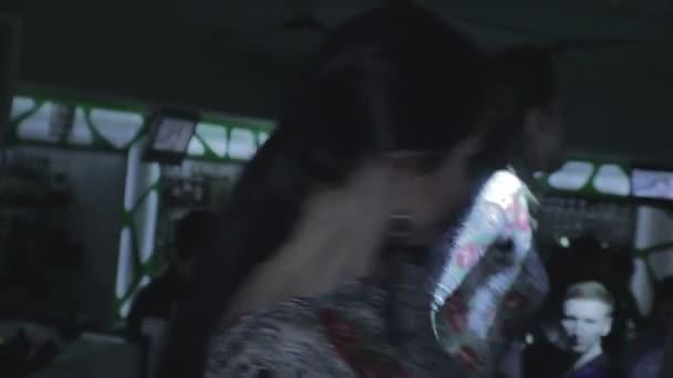 Couple of Go Go girls — Vidéo