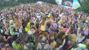 Mass of people dancing at festival — Vídeo de stock