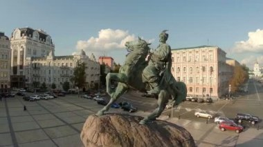 Statue of general on horse — Stok video