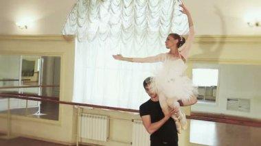 Couple dancing ballet — Stock Video