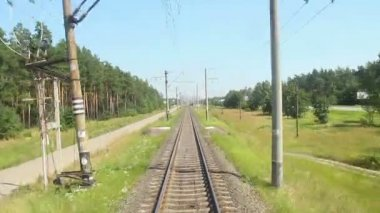 Front car view from the fast-moving train — Vidéo