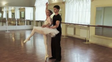 Practicing ballet — Stock Video