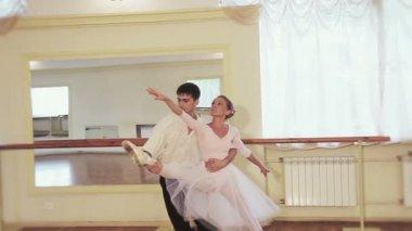 Couple dancing ballet — Stockvideo