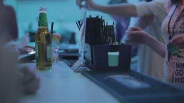 Club guests   at bar — Stock Video