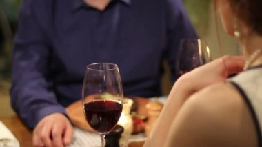 Paar date im restaurant — Stockvideo