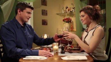 Couple having romantic dinner at home — Stock Video