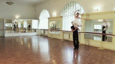 Couple ballet dancing — Stock Video