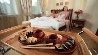 Wife bringing Japanese sushi to husband — Vídeo de stock