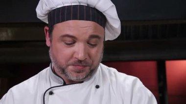 Chef cooking  dessert — Stock Video