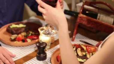 Couple having romantic dinner in restaurant — Wideo stockowe
