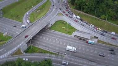 Aerial shot of busy road junction — Stock Video