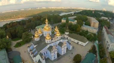 Aerial view of church with golden domes — Stock Video